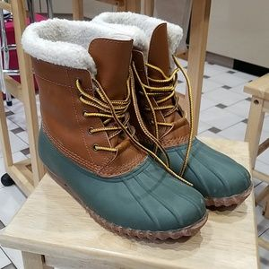 Rain or snow sherpa lined lace up boots